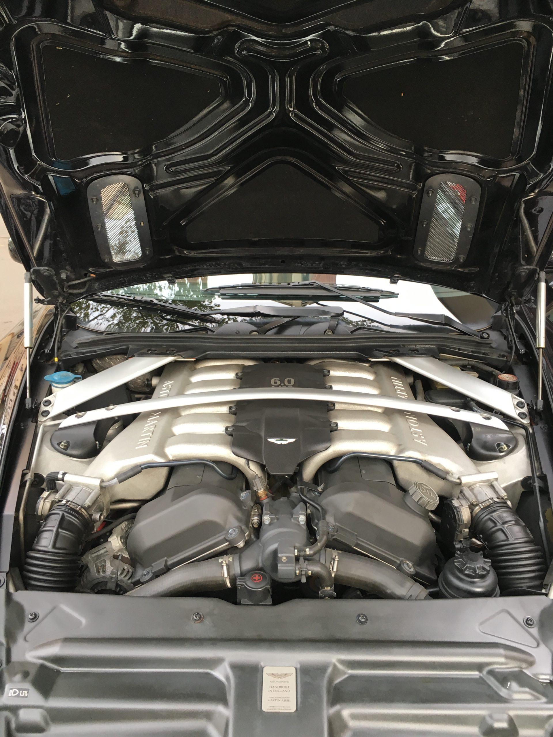 aston martin db9 coupe 5.9 v12 touchtronic