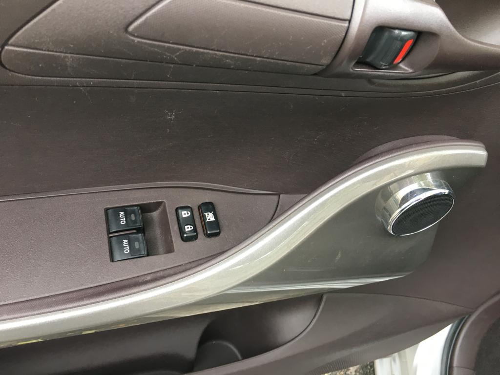 Toyota iQ 68 CHV VVT-i 4 PLACES CLIMATISATION AUTOMATIQUE