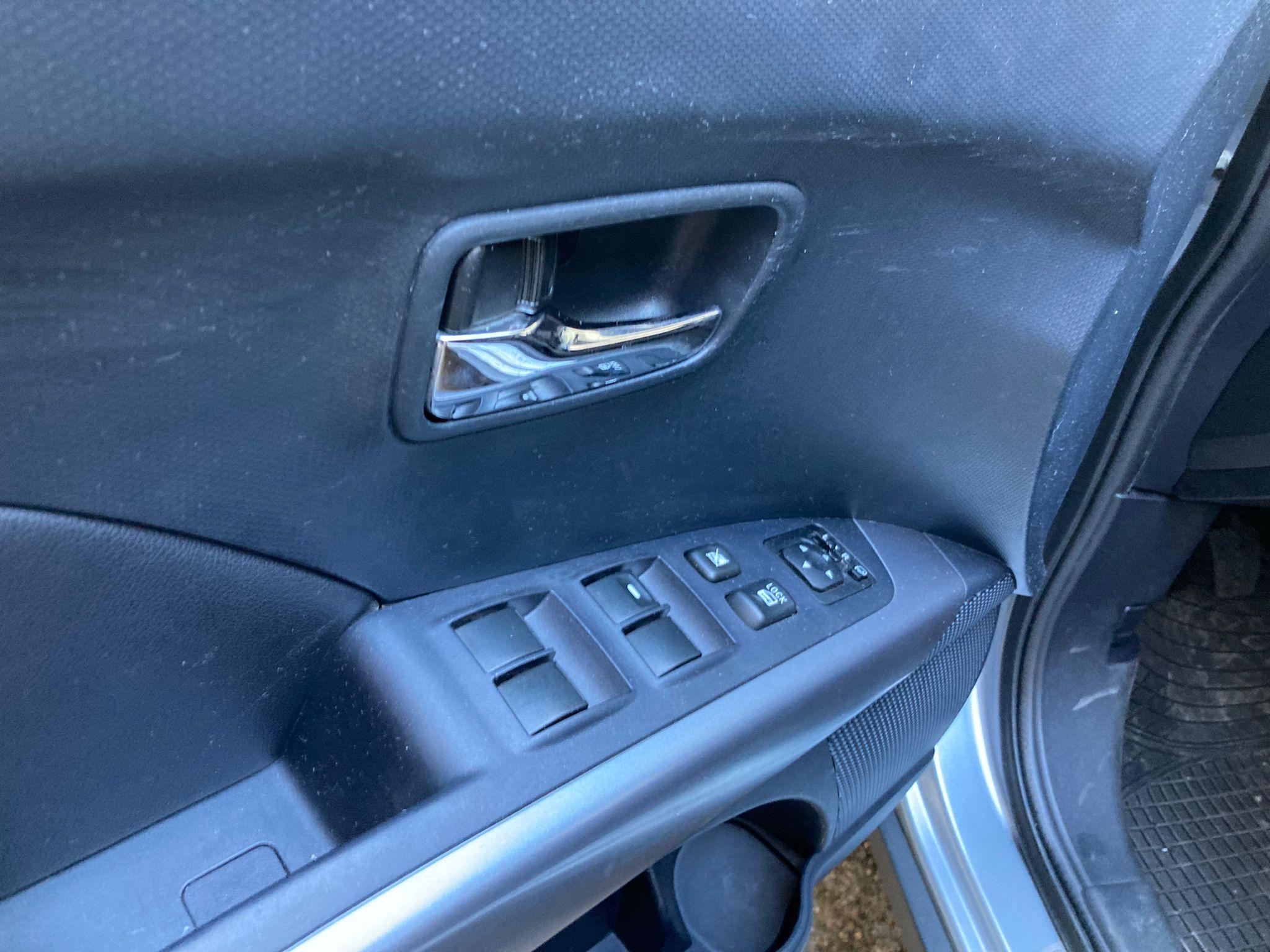 OUTLANDER 2.4 MIVEC Intense 4WD, 170 CHEVAUX, 7 places